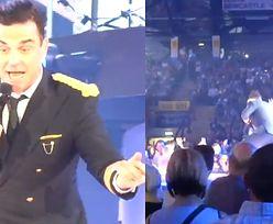 Robbie Williams złamał rękę fance (WIDEO)!