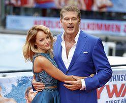 64-letni Hasselhoff z wąsem całuje swoją 36-letnią dziewczynę-modelkę (ZDJĘCIA)