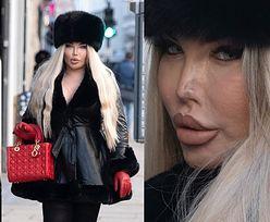 Zalotna Jessica Alves przechadza się ulicami Londynu, demonstrując puchatą czapkę i wąski nosek (ZDJĘCIA)