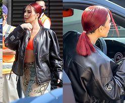 Kim Kardashian załatwia sprawy w wężowych spodniach i RUDYCH WŁOSACH. Stylowa? (ZDJĘCIA)