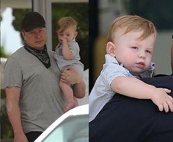 Miliarder Elon Musk opuszcza hotel w Miami razem z Grimes i synkiem X Æ A-12 (ZDJĘCIA)