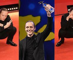 Bartosz Bielenia prezentuje słowiański przykuc i odbiera nagrodę na Berlinale 2020 (FOTO)