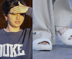 Naturalna Selena Gomez spaceruje w kapciach po Los Angeles. Stylowa? (FOTO)