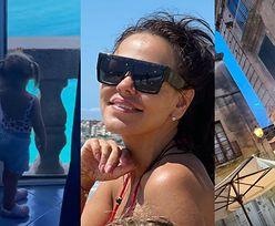 """Włoskie wakacje Sylwii Bomby z """"Gogglebox"""": kąpiele słoneczne w bikini, relaks na plaży i zwiedzanie z córką (ZDJĘCIA)"""