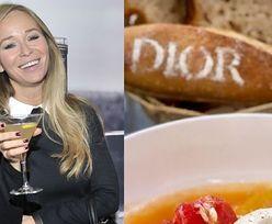 Joanna Przetakiewicz je... chleb od Diora. Zazdrościcie?