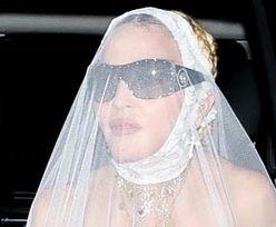 Rozgogolona Madonna z welonem na opuchniętej twarzy pędzi na afterparty po gali VMA (ZDJĘCIA)