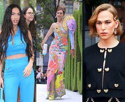 Gwiazdy na nowojorskim pokazie Moschino: przemoczone pantalony Megan Fox, Gigi Hadid z butlą dla niemowląt, odmieniona Tommy Dorfman (ZDJĘCIA)