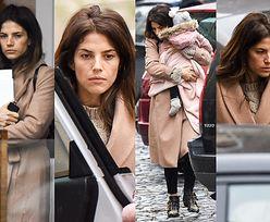 Zrezygnowana Weronika Rosati wsiada do samochodu z roczną córką i matką (ZDJĘCIA)