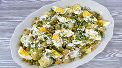 Sałatka z kalafiorem, marynowanymi pieczarkami, jajkiem i zielonym groszkiem