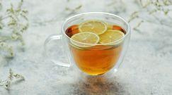 Zobacz dlaczego lepiej nie pić herbaty z cytryną!