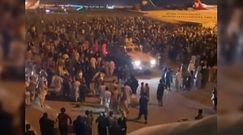 Panika na lotnisku w Kabulu. Tłumy próbują uciec ze stolicy Afganistanu