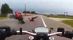 Przejechał po nim motocyklem. Nagranie z wypadku