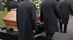 Ksiądz żądał 800 zł za dokument do pogrzebu. Ekspert: takich historii będzie więcej