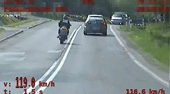 Niebezpieczna szarża motocyklisty. Nagranie policji z Podkarpacia