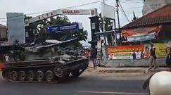 Rozpędzony czołg na zakręcie. Świadkowie to nagrali
