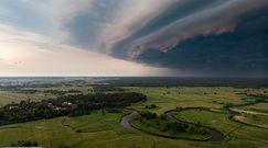 Wał szkwałowy. Niezwykła forma chmury zachwyciła mieszkańców okolic Żyrardowa