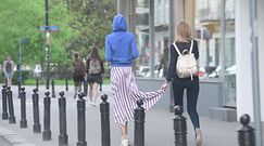 Nieumalowana Renulka spaceruje z koleżanką