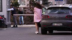 Wendzikowska w różowym płaszczu odsłania nagie nogi