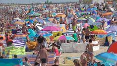 Władysławowo. Setki turystów na plaży. Gubią dzieci i nie boją się koronawirusa