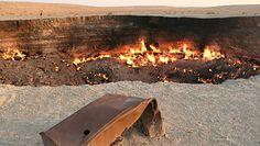 Wrota Piekieł płoną na pustyni