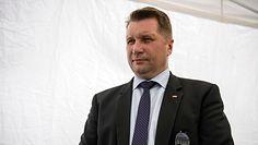 Minister Edukacji: rodzic to ten, kto zradza potomstwo. Co ze związkami partnerskimi w Polsce?