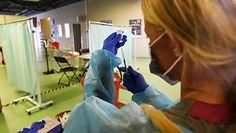 Trzecia dawka szczepionki przeciw COVID-19. Który preparat wybrać?