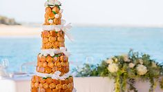 Perfekcyjny croquembouche. Przepis na weselną ptysiową piramidę