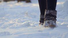Suszenie mokrych butów od śniegu. Oto kilka prostych metod