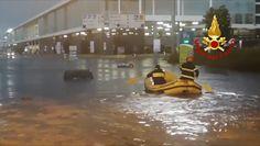 Powódź błyskawiczna we Włoszech. Akcja ratunkowa uwięzionych w samochodach