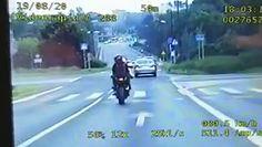 """Motocyklista """"zarobił"""" dwa mandaty na raz"""