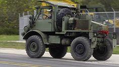 #dziejesiewmoto: o włos od potrącenia łosia, ciężarówka przewraca się na bok i stary terenowy Mercedes