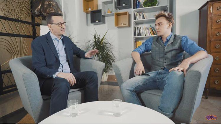 """Mateusz Morawiecki rozwiewa wątpliwości dotyczące koronawirusa na YouTube: """"Wojsko nie wkroczy na ulice, Warszawa NIE BĘDZIE ZAMKNIĘTA"""""""