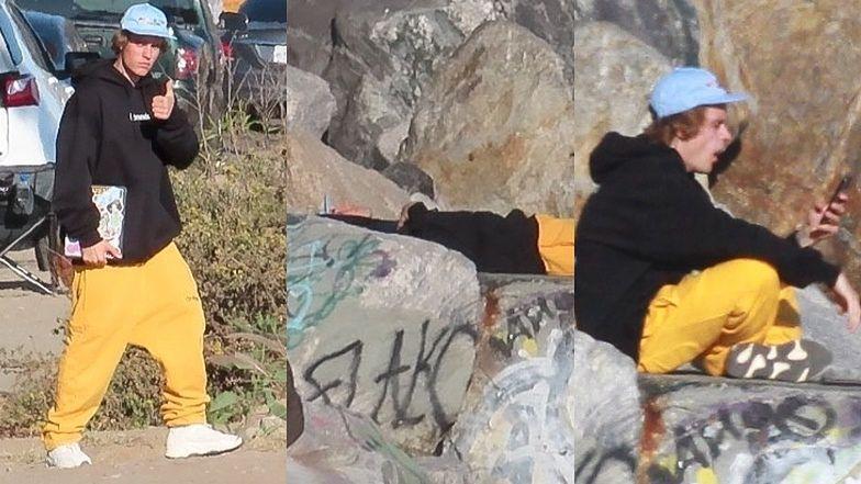 Znudzony Justin Bieber medytuje na skałach, szukając inspiracji w smartfonie (ZDJĘCIA)