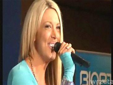 Isis śpiewa piosenki Celine Dion!