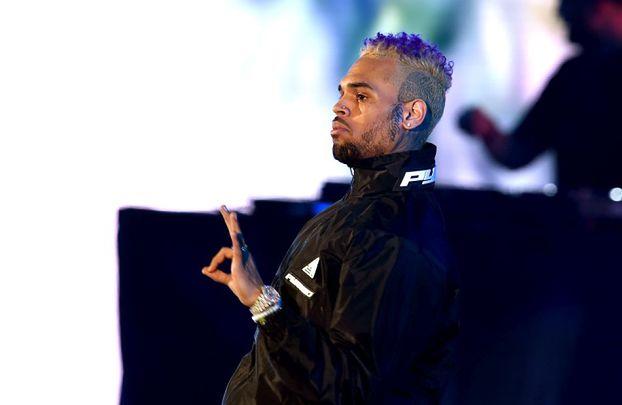 """Chris Brown został wypuszczony z aresztu! """"TA SU*A KŁAMIE!"""""""