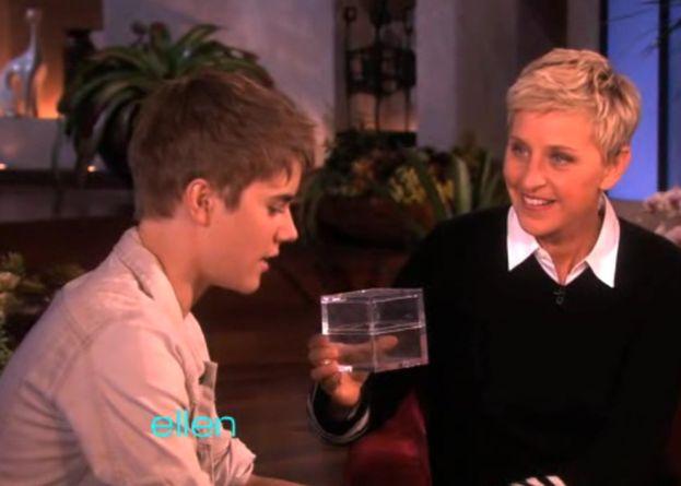 Bieber obciął włosy i oddał je na aukcję!