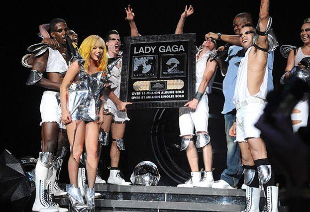 Lady GaGa sprzedała... 51 MILIONÓW SINGLI!