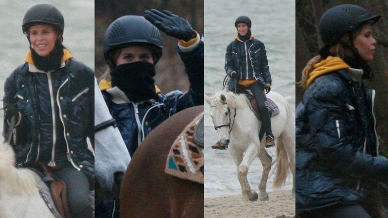 Dziewczyna Jarosława Bieniuka jedzie po plaży na BIAŁYM KONIU!
