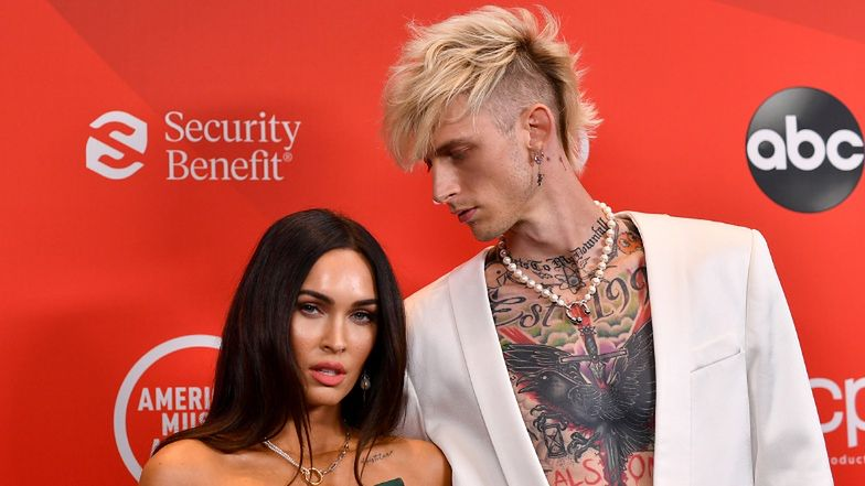 American Music Awards. Megan Fox i Machine Gun Kelly debiutują na ściance JAKO PARA. Piękni?
