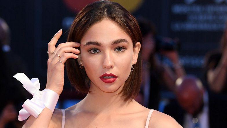 """Gwiazda serialu HBO """"Od nowa"""" pozuje bez makijażu: """"Jestem aktorką z twarzą zjedzoną przez trądzik"""" (FOTO)"""