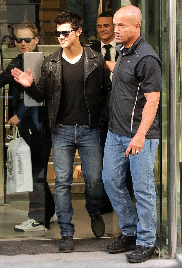 Taylor Lautner nadal mieszka z rodzicami!