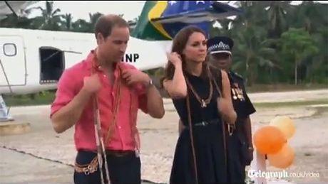 Kate, William i... tancerki topless!