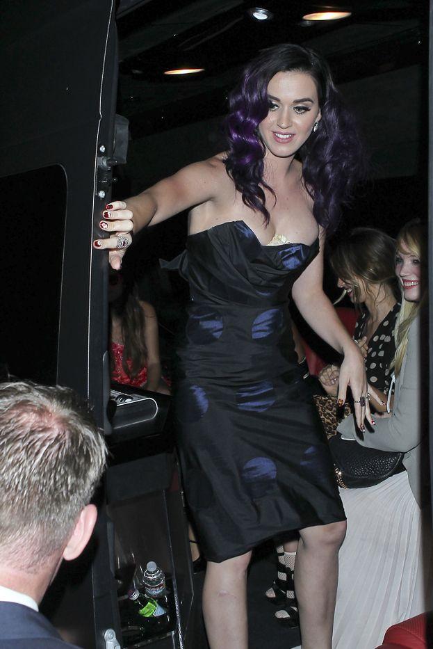 Co Katy Perry ma między piersiami?!!