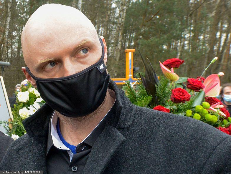 """TVP zaprzecza, że NIE ZAPROSIŁA syna Krzysztofa Krawczyka na koncert. """"Próby kontaktu okazały się bezskuteczne"""""""