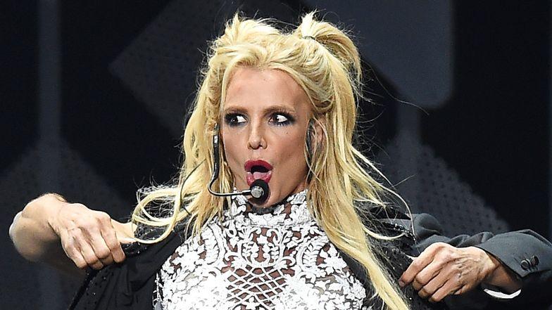 """Britney Spears ZNOWU OBNAŻA BIUST i wyjaśnia, dlaczego to robi: """"Taka się urodziłam: NAGA"""" (FOTO)"""