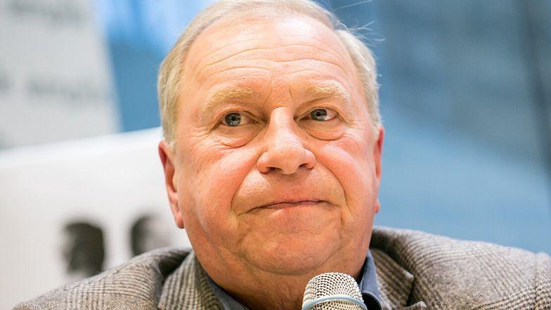 """Jerzy Stuhr był transportowany do szpitala helikopterem: """"Jest osłabiony, co nie ułatwia szybkiej regeneracji"""""""