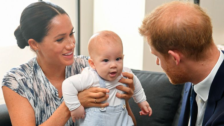 """Meghan Markle i książę Harry dostali nagrodę za... POSIADANIE TYLKO DWÓJKI DZIECI! """"Stanowią wzór dla innych rodzin"""""""