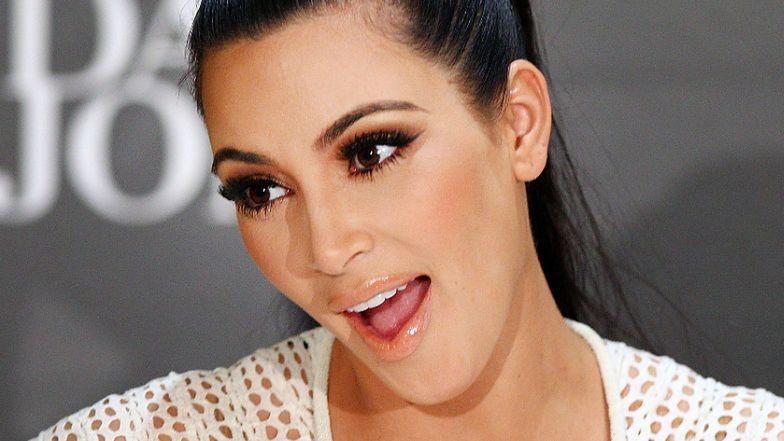 Kim Kardashian ZNÓW pręży słynne pośladki w bikini (ZDJĘCIA)
