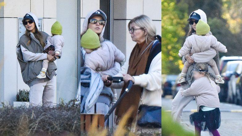 Zakapturzona Anna Lewandowska  przechadza się po ulicach Warszawy z mamą, córkami i wózkiem za ponad 5 TYSIĘCY (ZDJĘCIA)