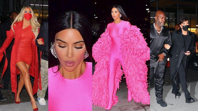 """Kim Kardashian przebrana za RÓŻOWEGO PTAKA z """"Ulicy Sezamkowej"""" zmierza z rodziną na after party po """"SNL"""" (ZDJĘCIA)"""